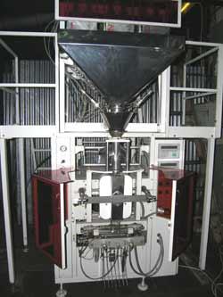 Автомат точной дозировки по весу и упаковки в пакеты из термосвариваемых пленок сыпучих и мелкоштучных продуктов. Нажмите для просмотра.